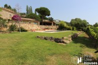 Villa to buy in village centre Costa Brava