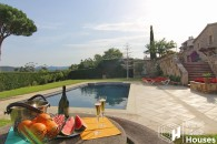 Costa Brava rustic villa to buy