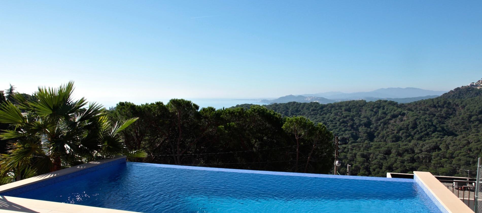 Villa with private pool to buy Lloret de Mar