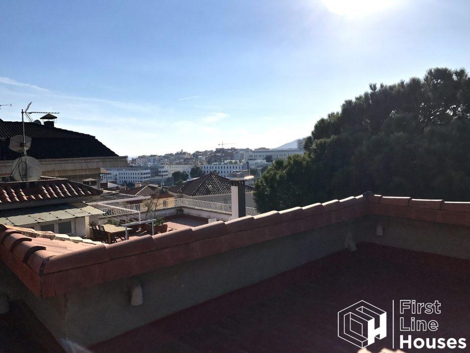 Vrijstaande villa te renoveren in Barcelona