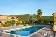 Rural villa with private pool for sale
