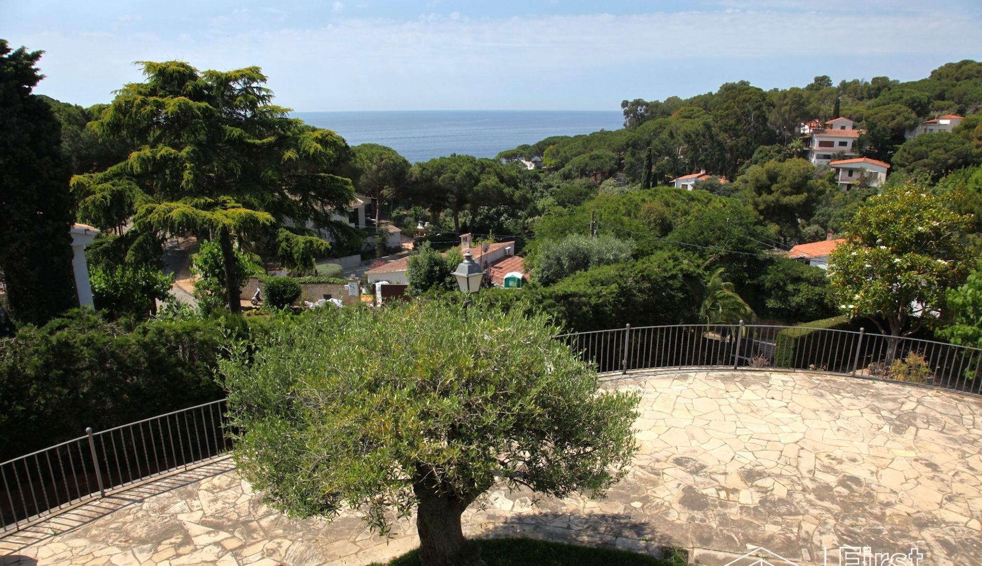 Villa with sea view to buy Montgoda