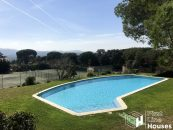 Detached house to buy with community pool Costa Brava