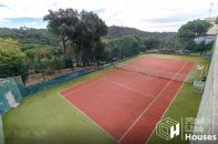 Sea view holiday home with tennis court