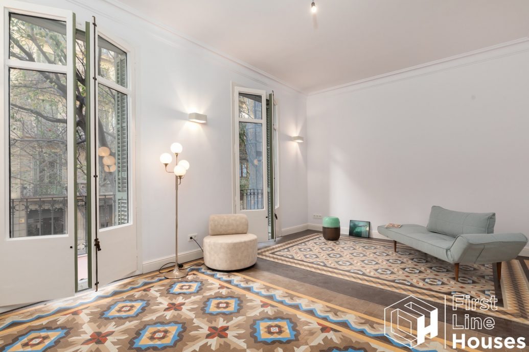 Barcelona renovated apartment for sale