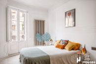 Eixample apartment with terrace to buy