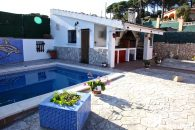 detached home with private pool Vidreres