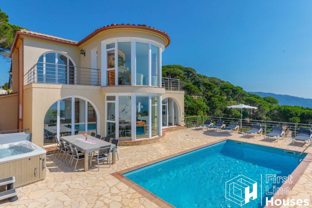 Rental villa for sale Lloret de Mar