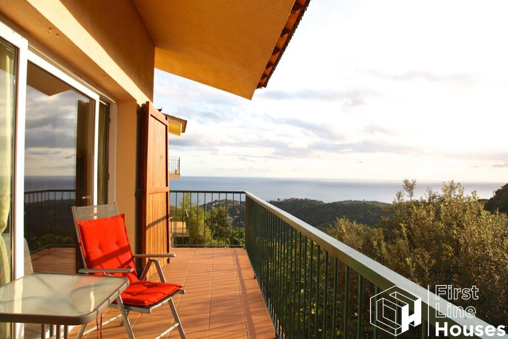 Vrijstaande woning met zeezicht te koop in Zuid Costa Brava