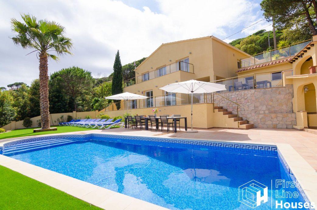 detached holiday home for sale Lloret de Mar