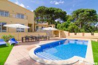 vacation villa to buy in south Costa Brava