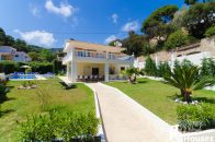 Lloret de Mar holiday house for sale with flat garden
